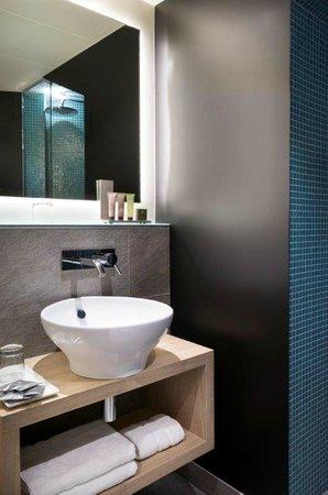 Max Hôtel : détail salle de bain
