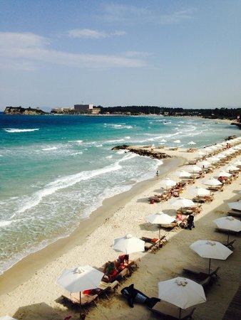 Sani Beach Club: The beach
