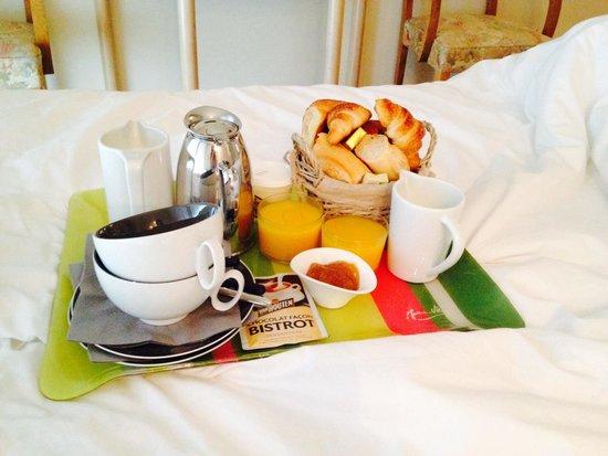 Hotel La Caravelle : Petit déjeuner en chambre