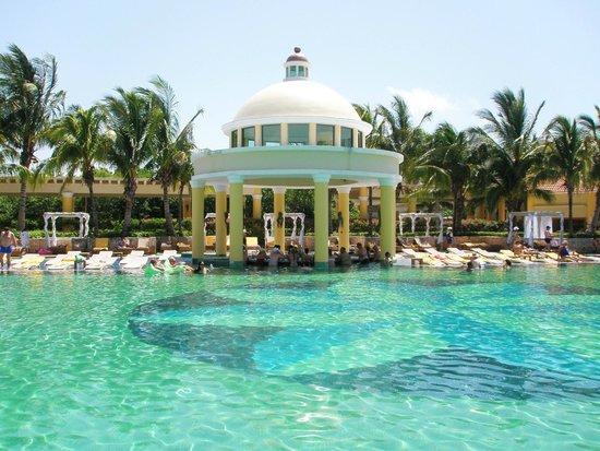 Iberostar Grand Hotel Paraiso: Swim up pool bar