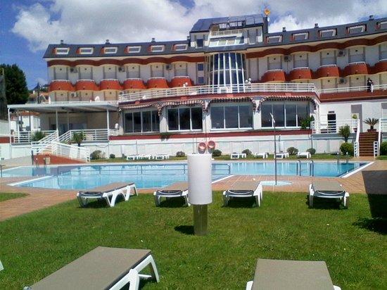 Hotel Spa Nanin Playa: Vista del Hotel desde la piscina