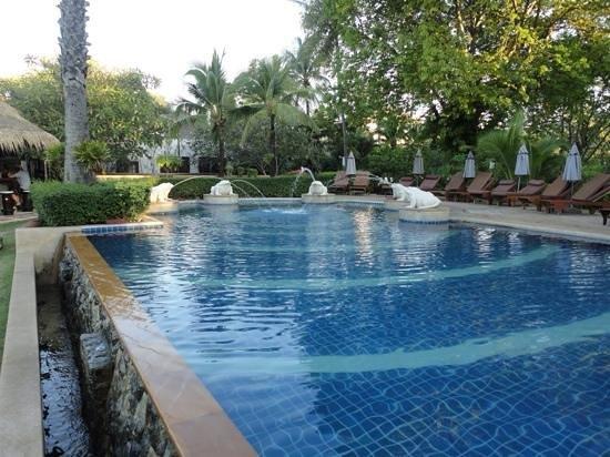 Bandara Resort & Spa : the shallow pool