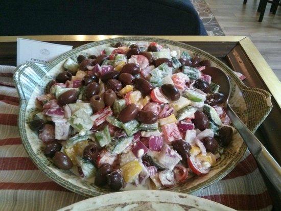 Churchill's Restaurant & Lounge: Love Greek Salad!