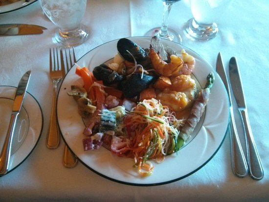 Churchill's Restaurant & Lounge: Smoked Shrimp, Steamed Mussels and Asparagus