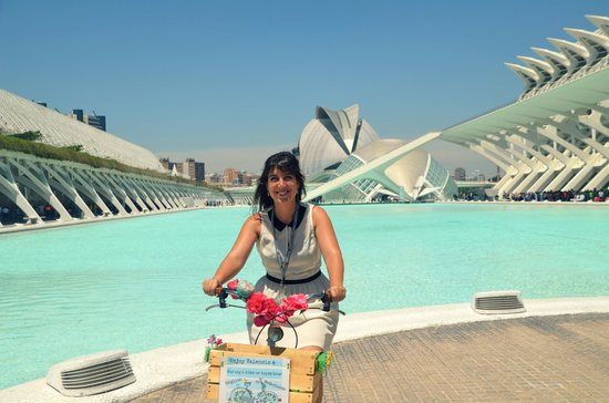 Tours in Valencia Play &Xperience: Hello, I am Suzie, your personal bike guide