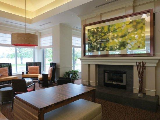 Hilton Garden Inn St. Charles: Another lobby view