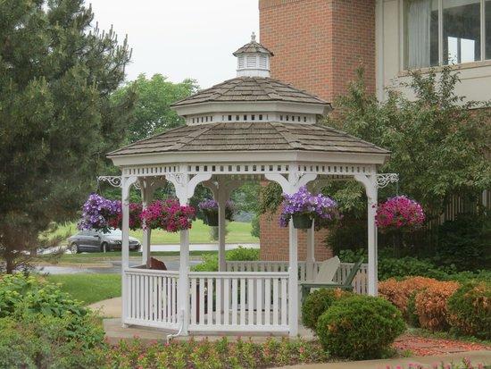 Hilton Garden Inn St. Charles: great gazebo