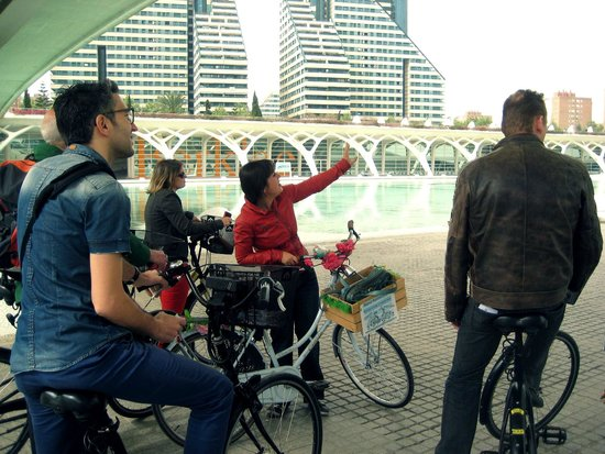 Tours in Valencia Play &Xperience: Giving information in the City of Arts & Sciences
