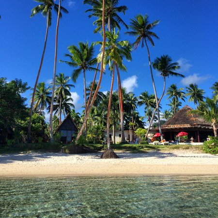 Mango Bay Resort Fiji: View from the ocean of the beachfront