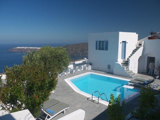 Remezzo Villas: The pool area