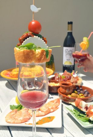Tours in Valencia Play &Xperience: Tapas, wine & sangria