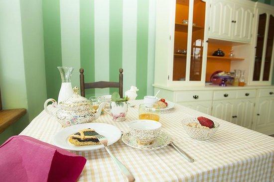Villa La Ginestra: breakfast mise en place