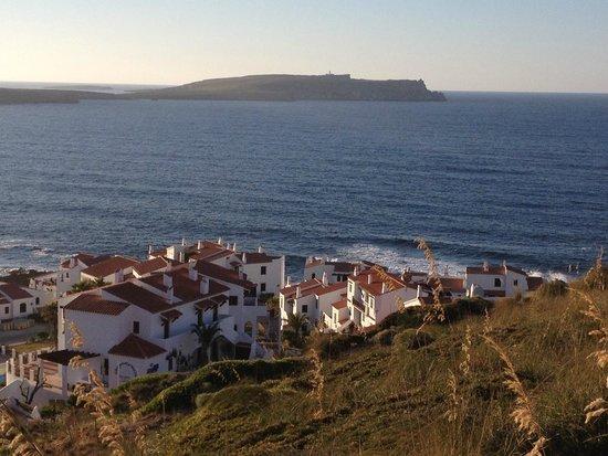 El Bergantin Menorca Club: Vista El Bergantín frente Faro de Cavallería