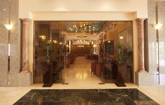 Hotel Parasol Garden: Salon