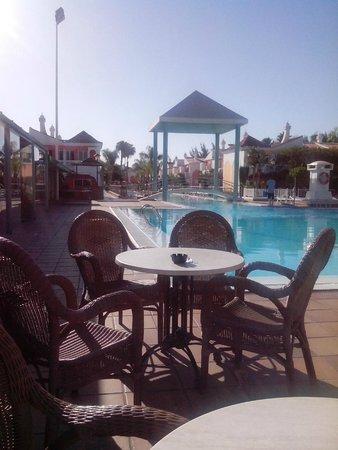 Cordial Green Golf: piscine au petit matin