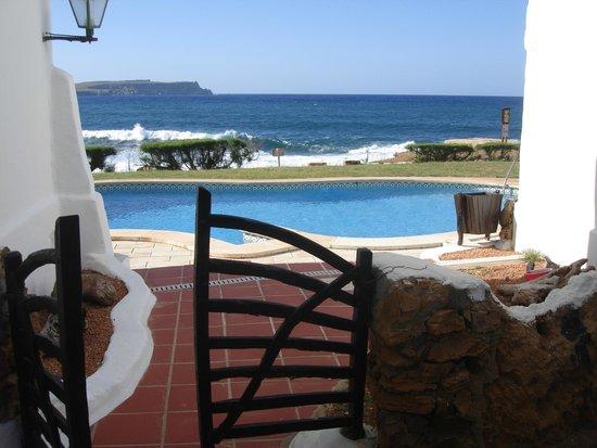 El Bergantin Menorca Club: Piscina apartamentos junto al mar