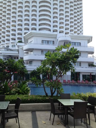 D Varee Jomtien Beach, Pattaya: Swimming pool at ground floor