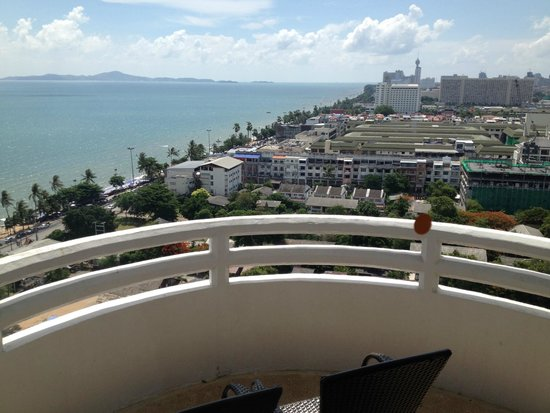 D Varee Jomtien Beach, Pattaya: Beach View Room from 17th Floor