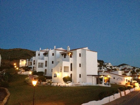 El Bergantin Menorca Club: Anochecer estudios vistos desde los apartamentos