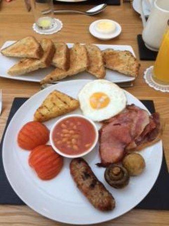 Cherrywood Lodge: Breakfast - wow! home-made bread yummy