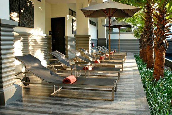 Shinta Mani Club: Lounge area near pool courtyard