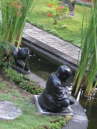 Padang Bai Beach Resort: Garden
