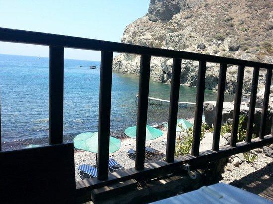 Cambia Beach: Vista della spiaggetta dalla taverna