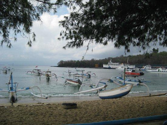 Padang Bai Beach Resort: Beach
