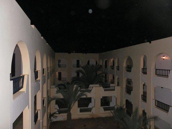 Diana Beach Hotel : Vue des couloirs des chambres