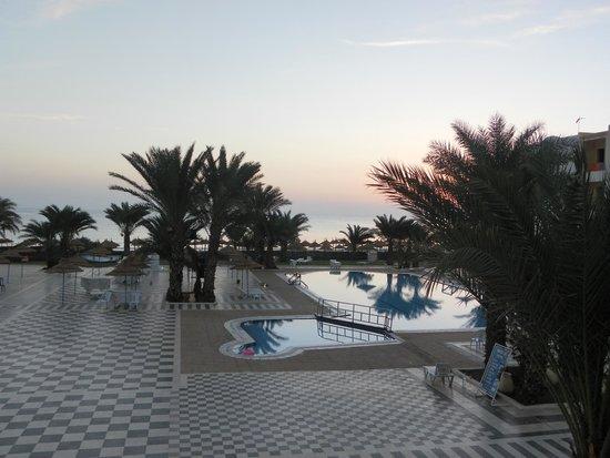 Diana Beach Hotel : Vue du restaurant à 6h du matin