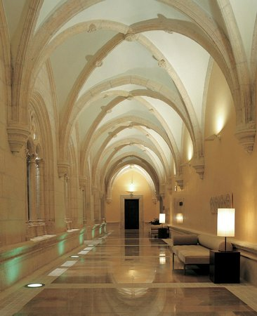 NH Collection Palacio de Burgos: Claustro
