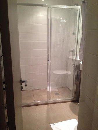 Hotel d'Amiens: Bathroom