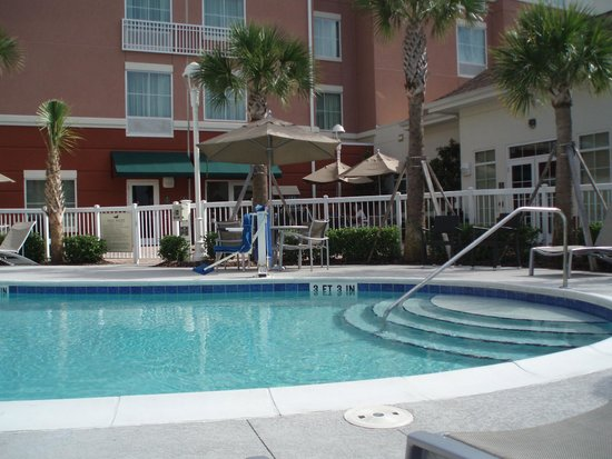 Homewood Suites by Hilton Orlando Airport : pool area