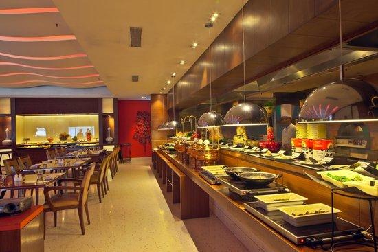 Hotel Hindusthan International Kolkata: Mythh Coffee Shop - The Buffet Spread