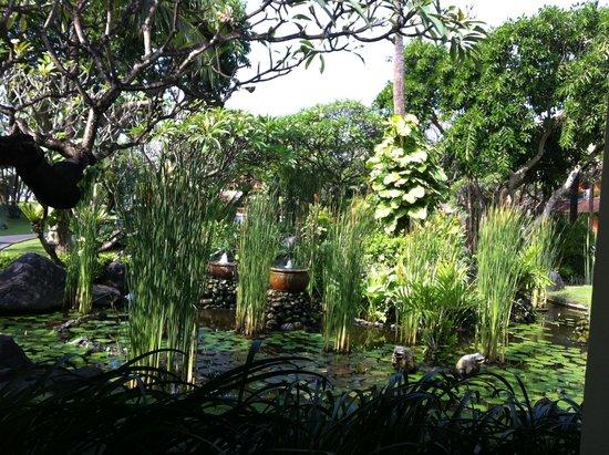 Sol Beach House Benoa Bali by Melia Hotels International : сад во внутреннем дворе