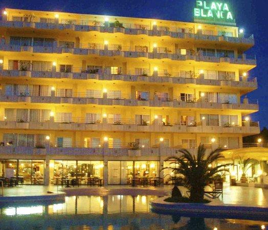 Playa Blanca Hotel : Playa Blanca, hotel at night