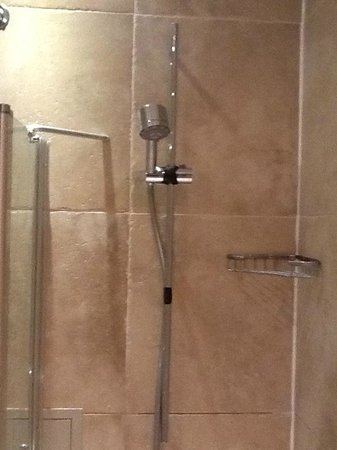 The Tophams Hotel Belgravia : had to tape the shower to facilitate a shower
