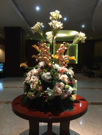 Best Western Mangga Dua Hotel and Residence : Centrepiece at the lobby