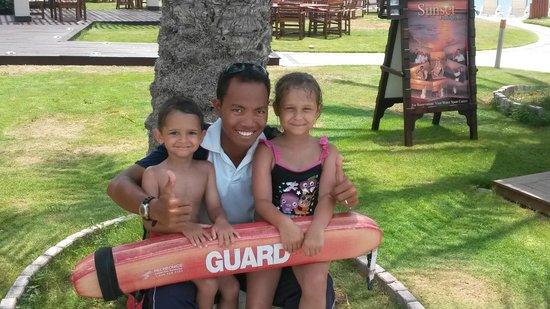 Hilton Ras Al Khaimah Resort & Spa : friendliest lifeguard HURR art DHOW pool