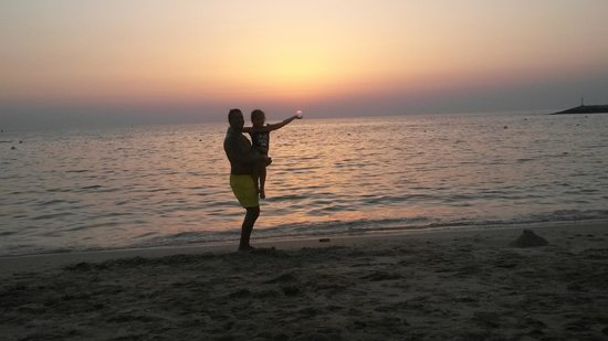 Hilton Ras Al Khaimah Resort & Spa : SUNSET ON THE BEACH