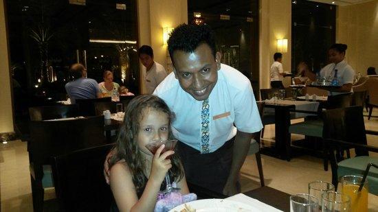Hilton Ras Al Khaimah Resort & Spa : friendly FARUK in MAARID restaurant