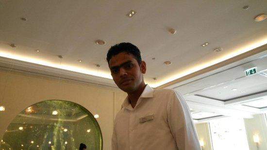 Hilton Ras Al Khaimah Resort & Spa : STAFF AT AL BAHAR