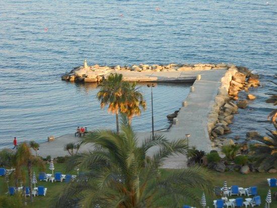 Amathus Beach Hotel Limassol: A jetty outside the Amathus