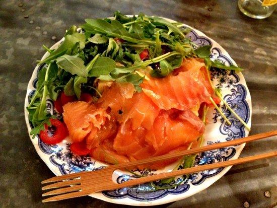 Amble: Smoked salmon with rocket / tomato salad