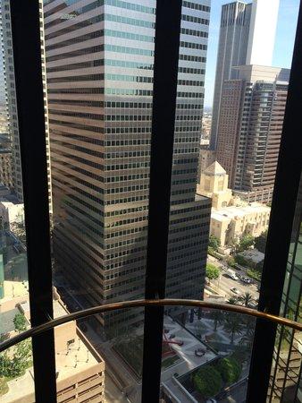 The Westin Bonaventure Hotel & Suites: View From Elevator