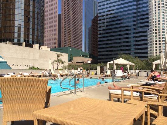 The Westin Bonaventure Hotel & Suites: Pool area