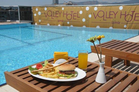 Volley Hotel Izmir : HAVUZ ALANI