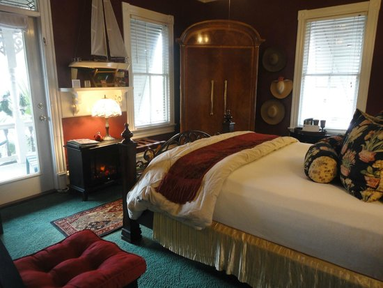 Peace and Plenty Inn : one of the bed rooms