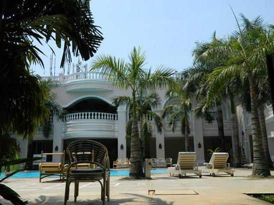 resort swimming pool picture of club mahindra emerald palms varca rh tripadvisor com