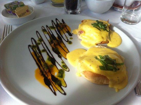 Heaton's Guesthouse: Yummy eggs benedict